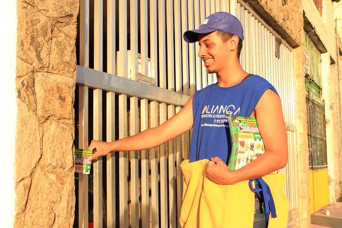 Panfletagem porta a porta Lei Cidade Limpa