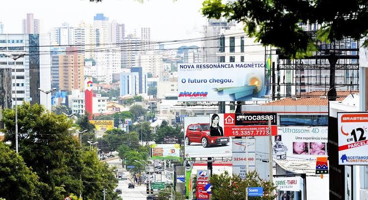 Vista do alto da cidade de São Paulo mostrando a Lei Cidade Limpa